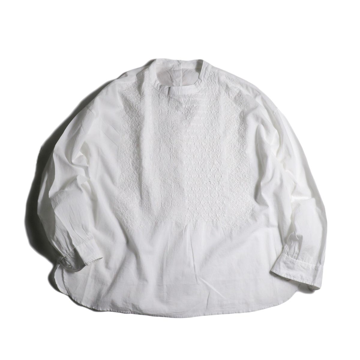 maison de soil / BACK OPENING STAND COLLAR SHIRTS(WHITE)正面
