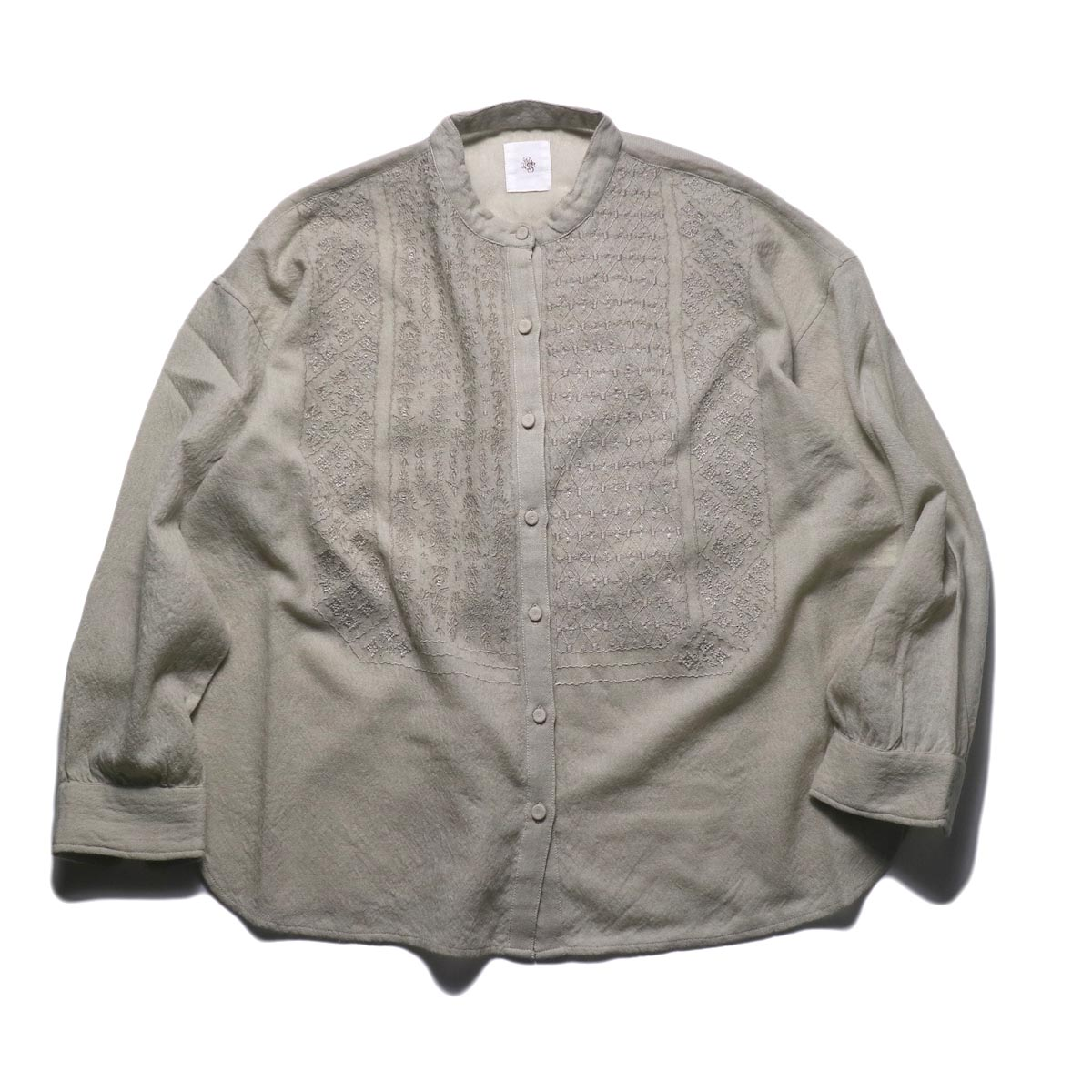 maison de soil / BAND COLLAR EMB SHIRTS (milky grey)