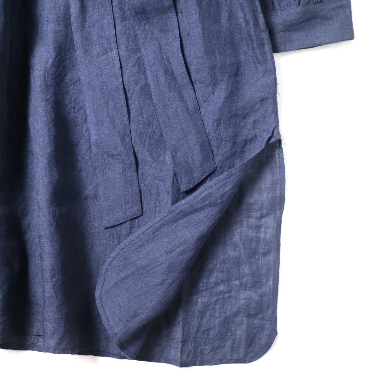maison de soil / BACK OPENING CREN-NECK SHIRT DRESS (Navy) 裾・スリット