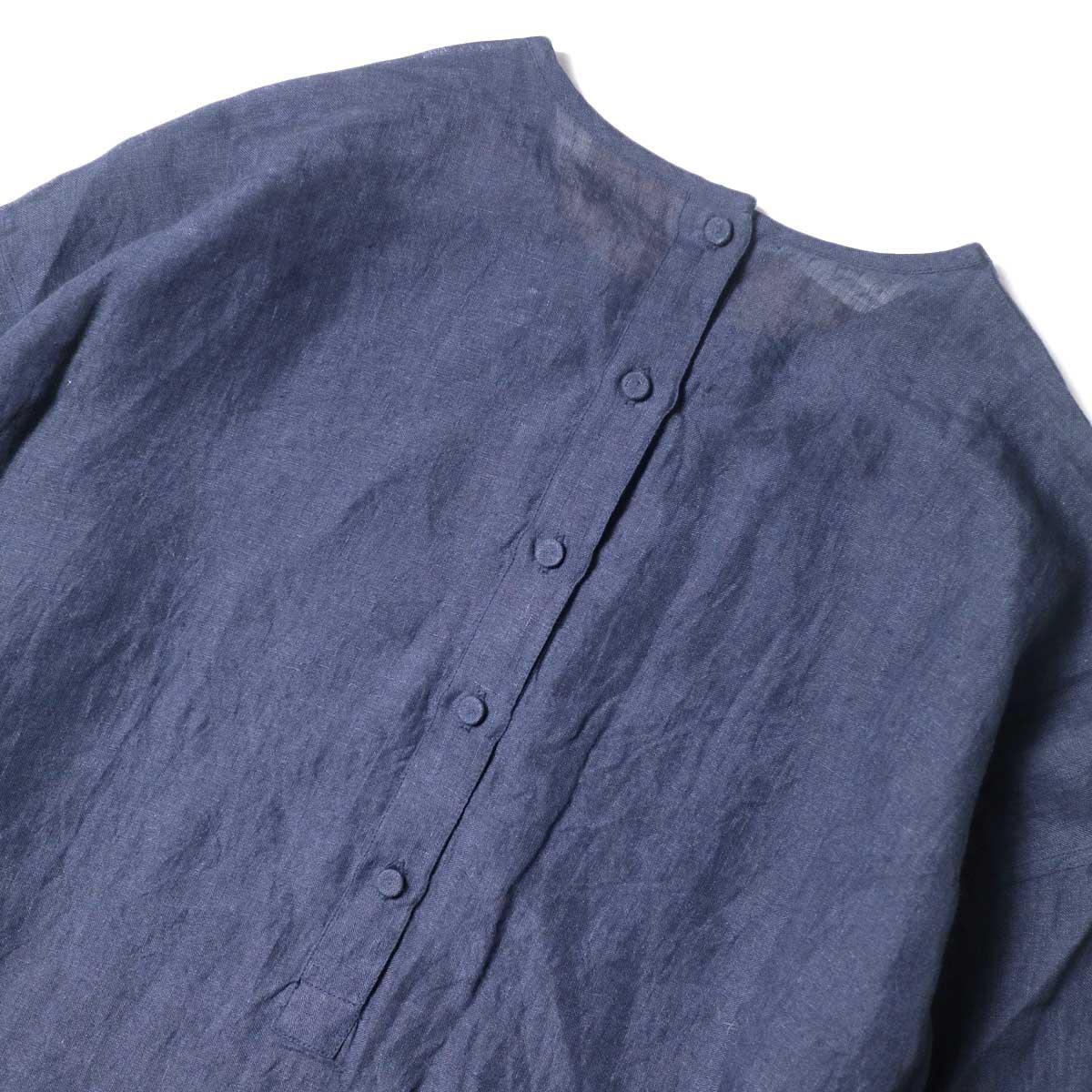 maison de soil / BACK OPENING CREN-NECK SHIRT DRESS (Navy) 背面・ボタン