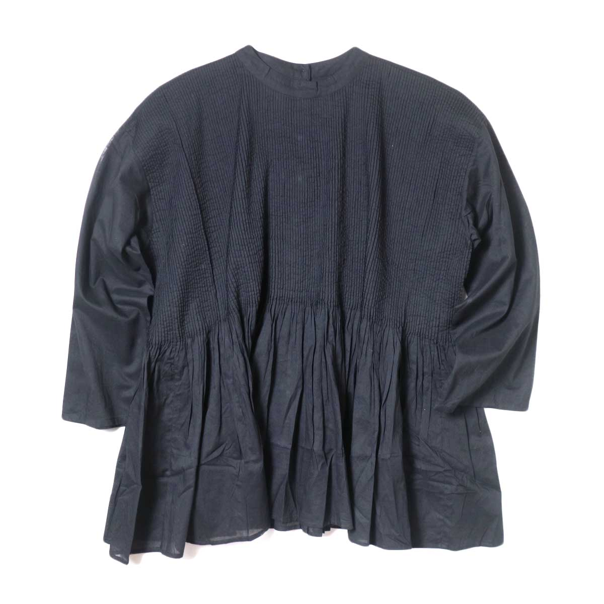 maison de soil / BACK OPENING STAND COLLAR SHIRT WITH MINI PINTUCK (Black) 正面