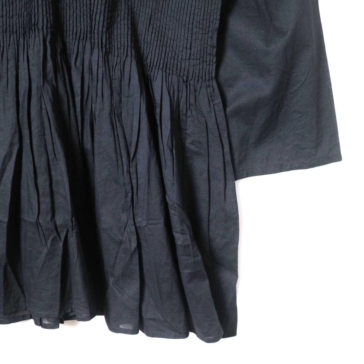maison de soil / BACK OPENING STAND COLLAR SHIRT WITH MINI PINTUCK (Black) 袖・裾