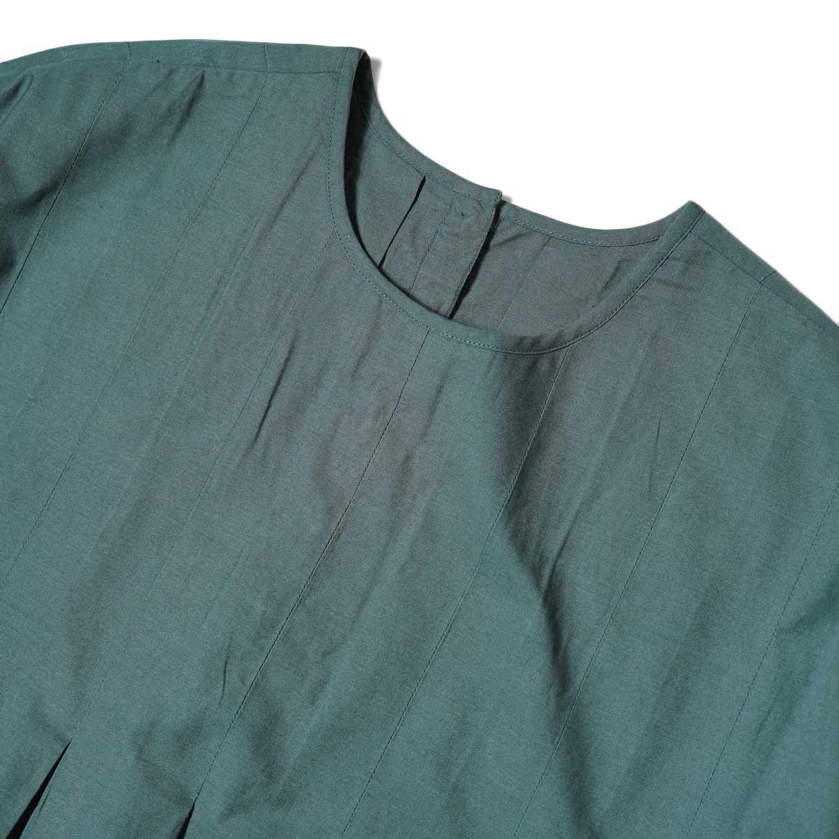 maison de soil / INVERTED PLEAT CREW-NECK P/O DRESS (Dk. Green) フロント