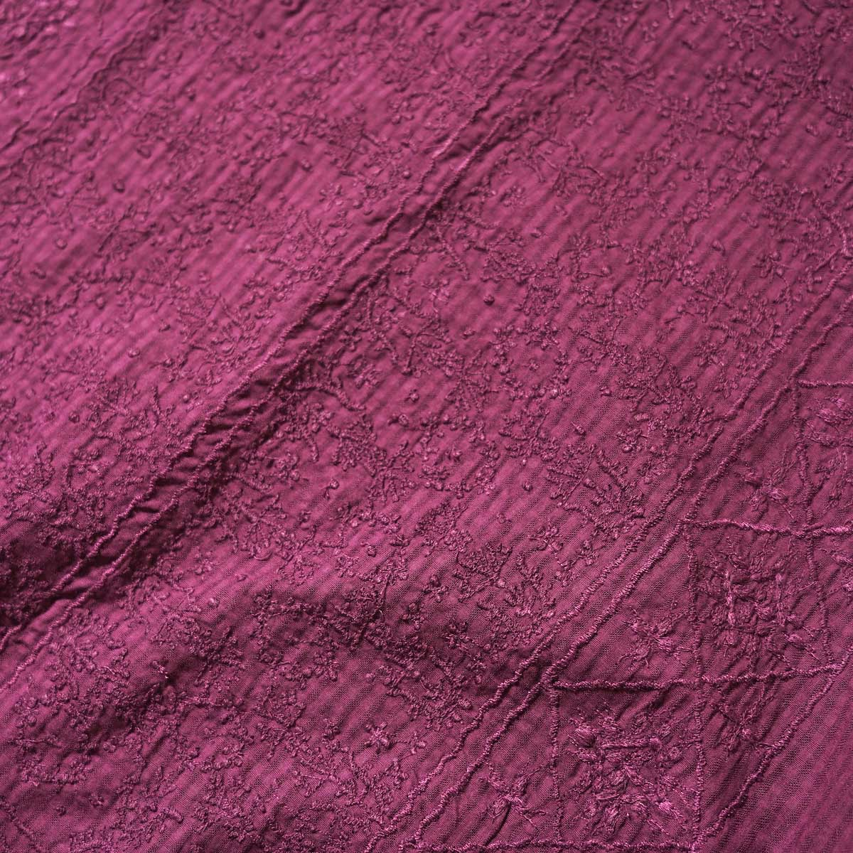 maison de soil / BACK OPENING EMB DRESS (Deep Red) フロント刺繍アップ