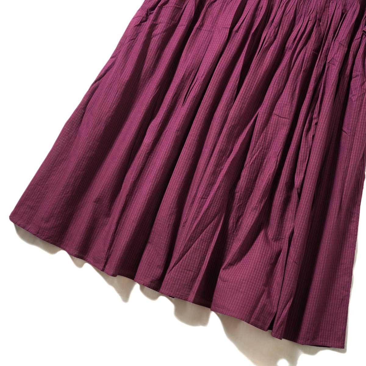 maison de soil / BACK OPENING EMB DRESS (Deep Red) 裾