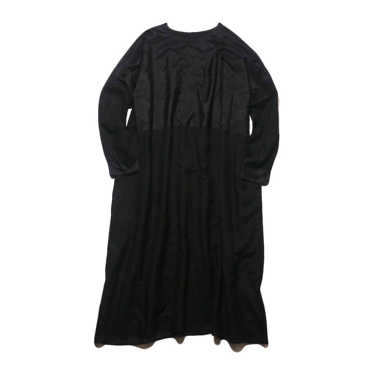 maison de soil / HAND WOVEN COTTON SILK × SILK PLAIN DROP SHOULDER DRESS (black) 正面