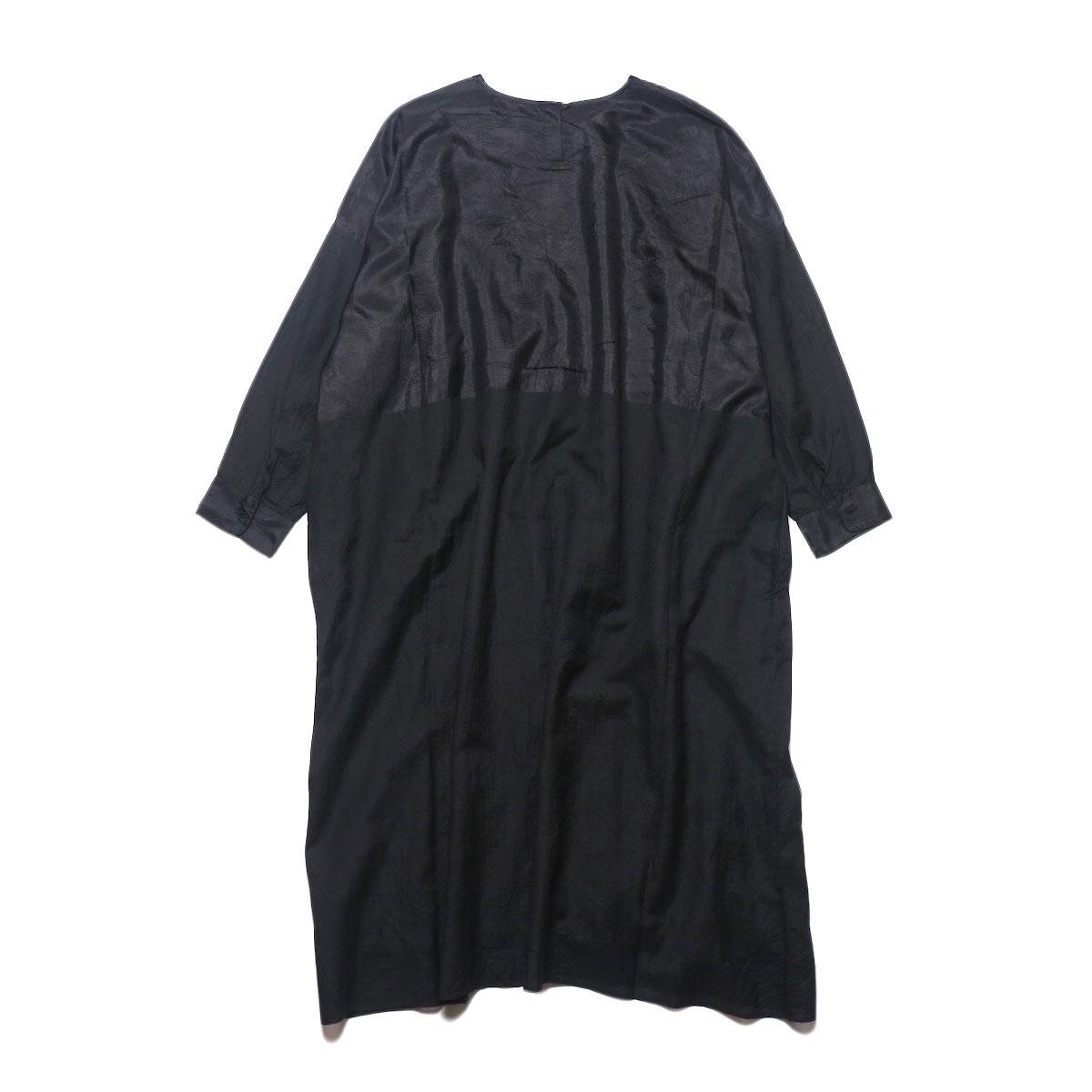 maison de soil / HAND WOVEN COTTON SILK × SILK PLAIN DROP SHOULDER DRESS (black) 背面