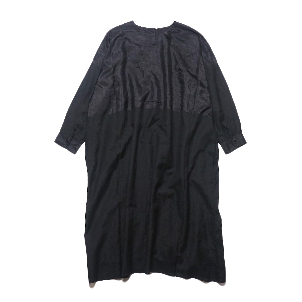 maison de soil / HAND WOVEN COTTON SILK × SILK PLAIN DROP SHOULDER DRESS (black) 背面