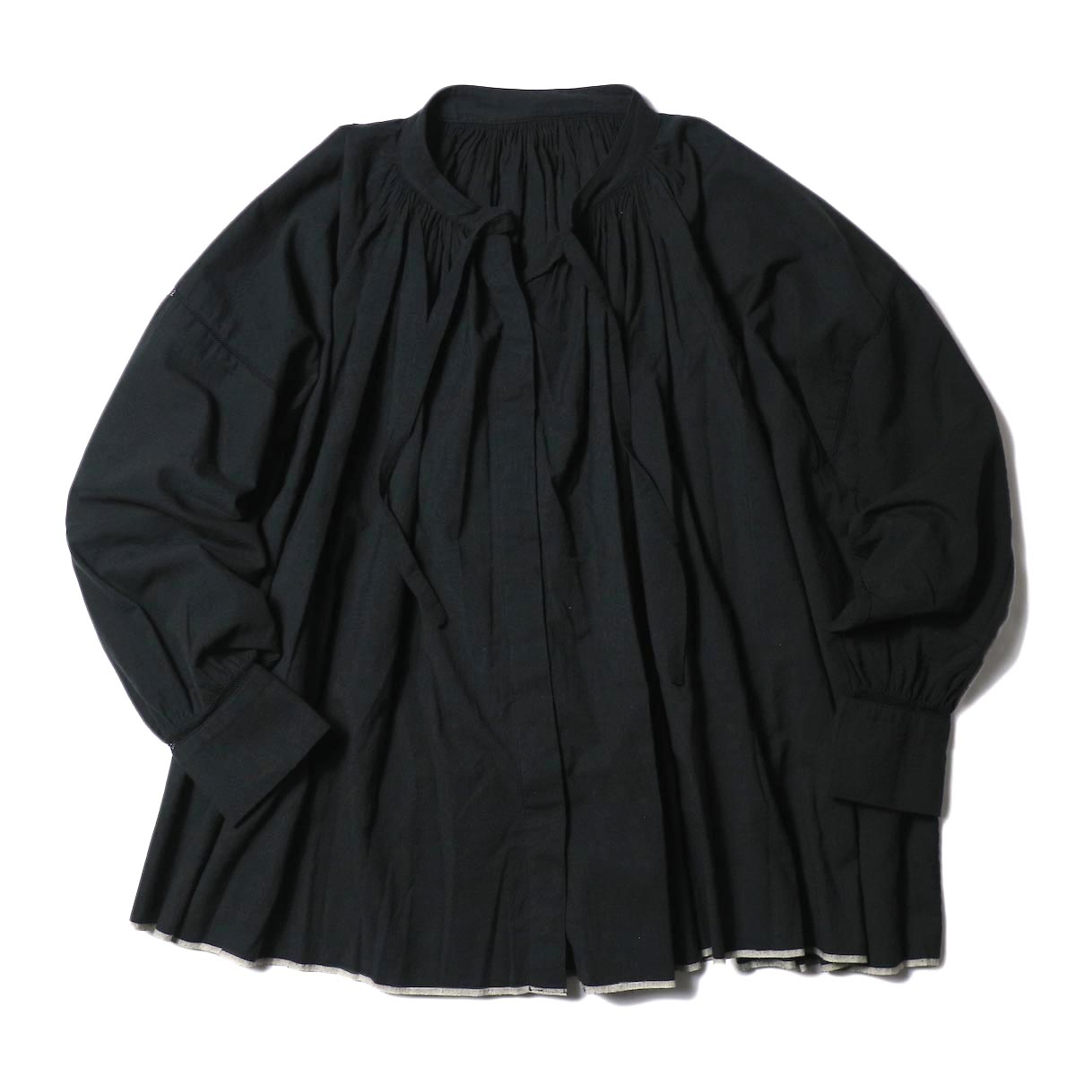 maison de soil / NECK GATHERED SHIRTS (black)