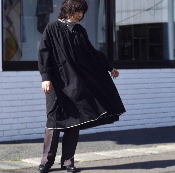 maison de soil / NECK GATHERED DRESS (black) 着用②