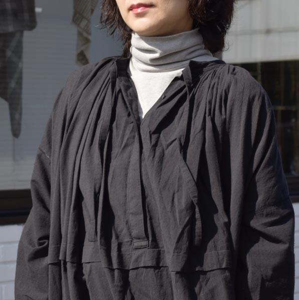 maison de soil / NECK GATHERED DRESS (black) 着用①