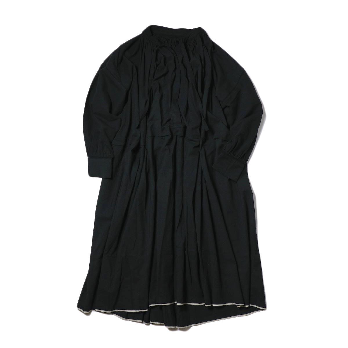 maison de soil / NECK GATHERED DRESS (black) 正面