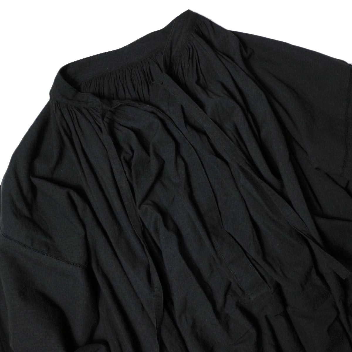 maison de soil / NECK GATHERED DRESS (black) フロント