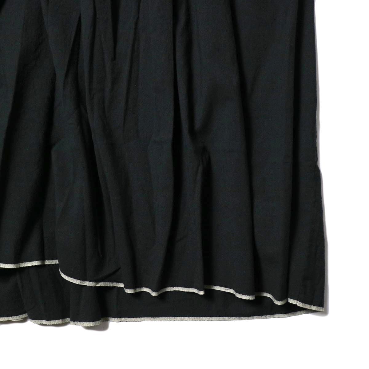 maison de soil / NECK GATHERED DRESS (black) 裾