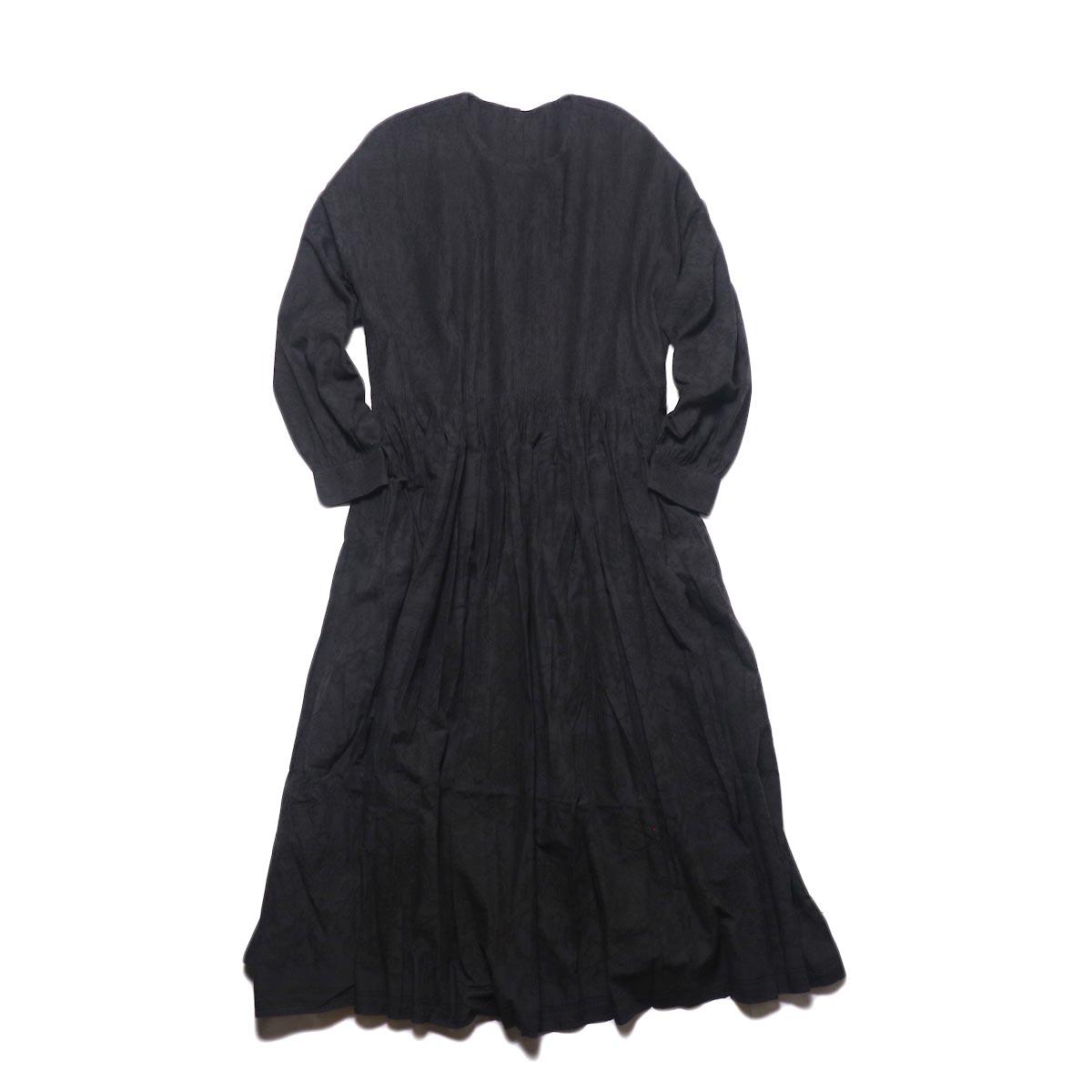 maison de soil / CREW-NECK P/O DRESS WITH MINI PINTUCK (charcoal×black paisley pront) 正面