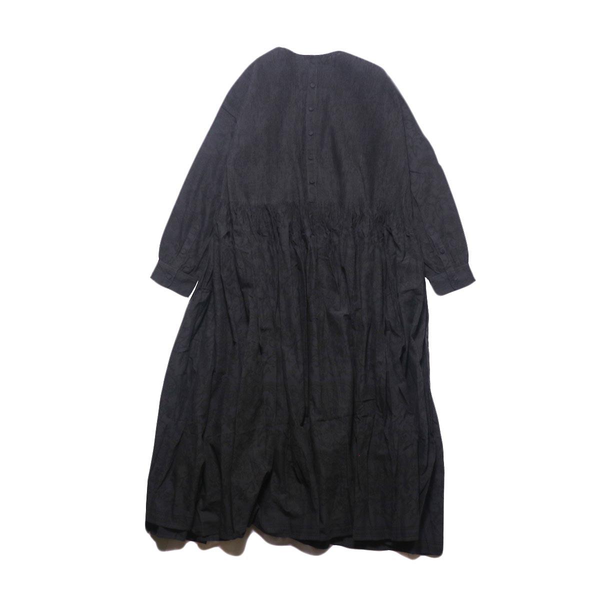 maison de soil / CREW-NECK P/O DRESS WITH MINI PINTUCK (charcoal×black paisley pront) 背面