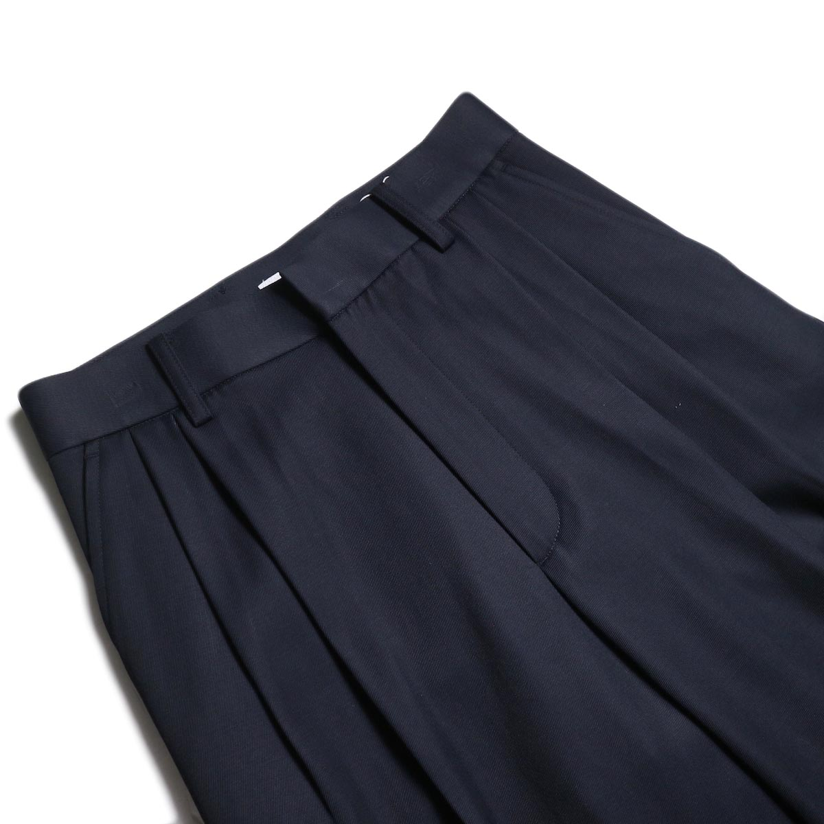 MY_ / 2TUCK WIDE SLACKS (Navy)ウエスト