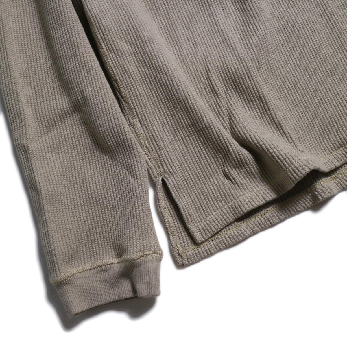 nonnative / HUNTER HENLEY NECK L/S TEE C/P THERMAL -Beige 裾、袖