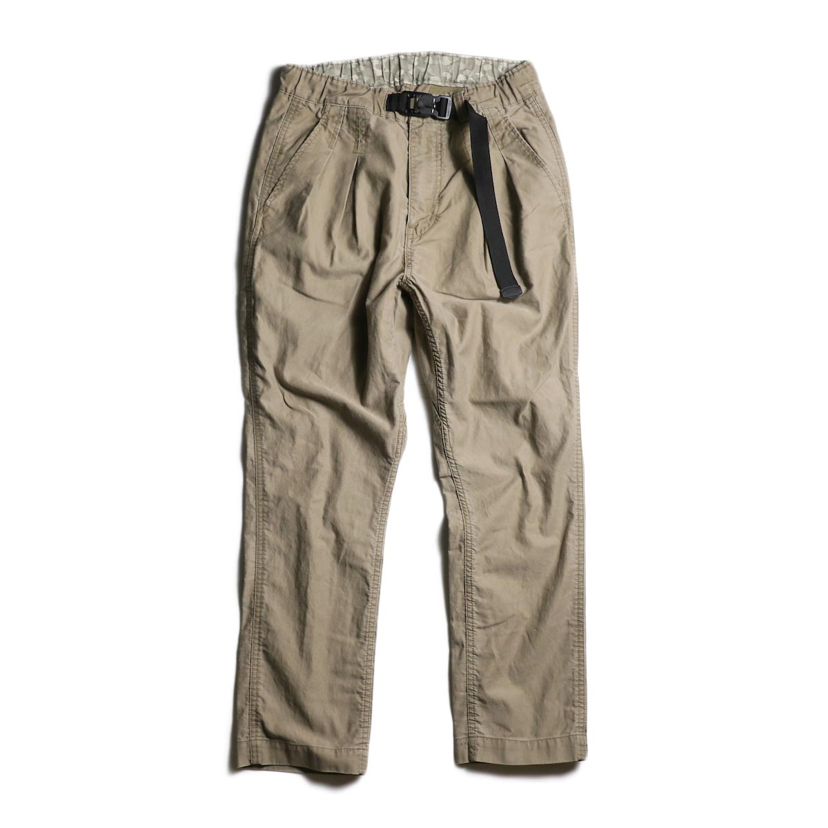 nonnative / EXPLORER EASY PANTS COTTON COMPACT CORD WITH FIDLOCK® BUCKLE (Beige)