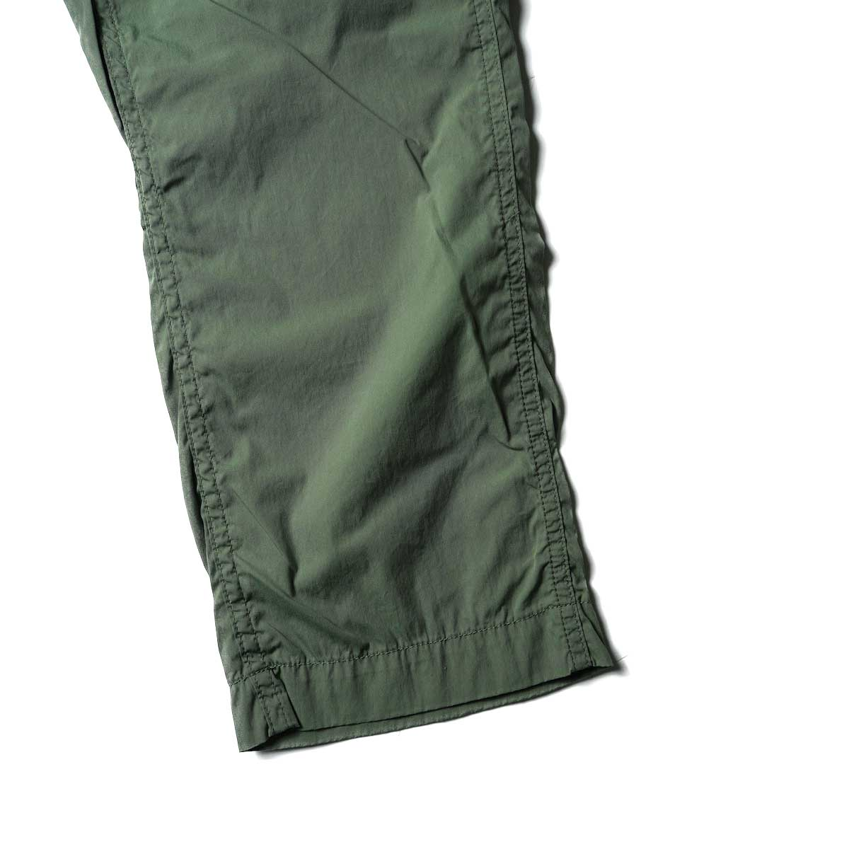 nonnative / ALPINIST EASY PANTS C/N TYPEWRITER WITH FIDLOCK® BUCKLE (Olive)裾