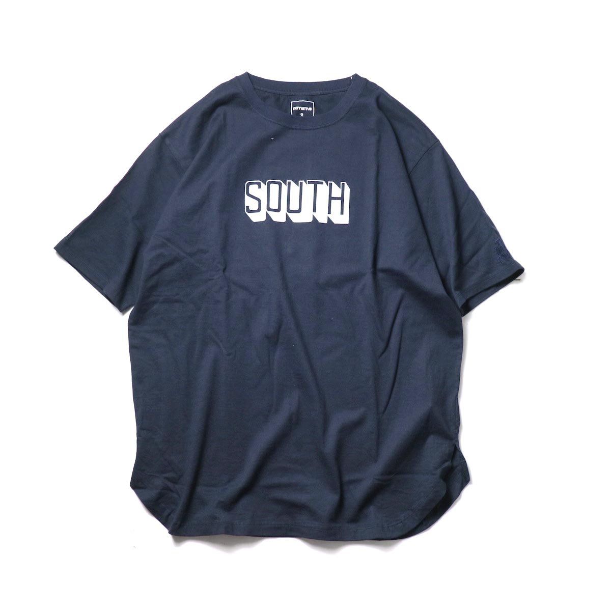 nonnative / DWELLER S/S TEE 'SOUTH' by LORD ECHO (Navy)