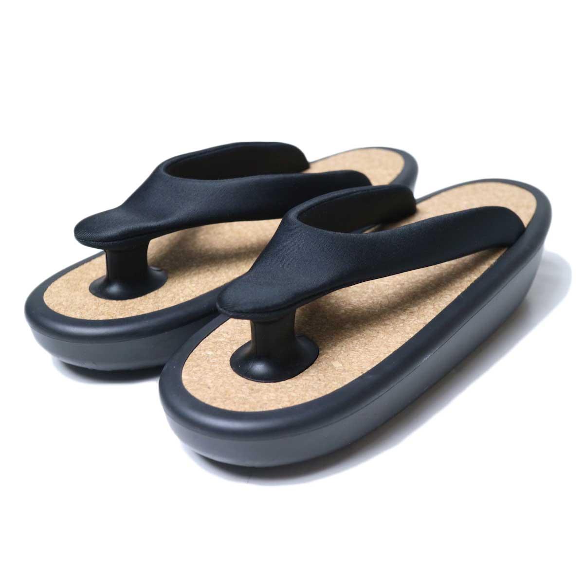 OJOJO /  Beach Sandal (Black Cork) 斜め