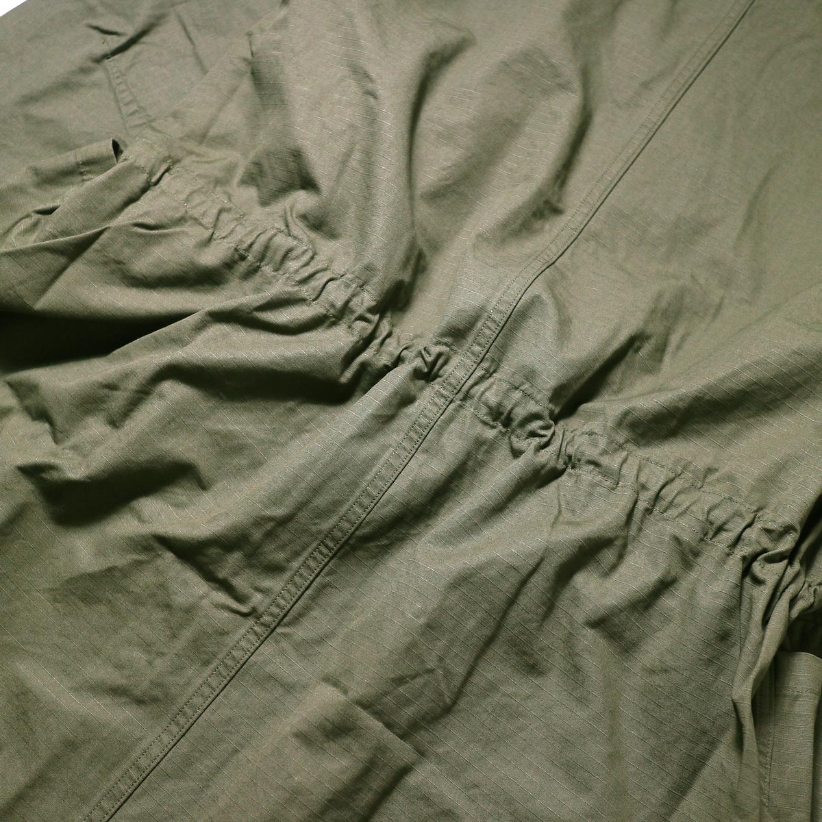 orSlow / No Collar Coat (Army)背面、ドローコード