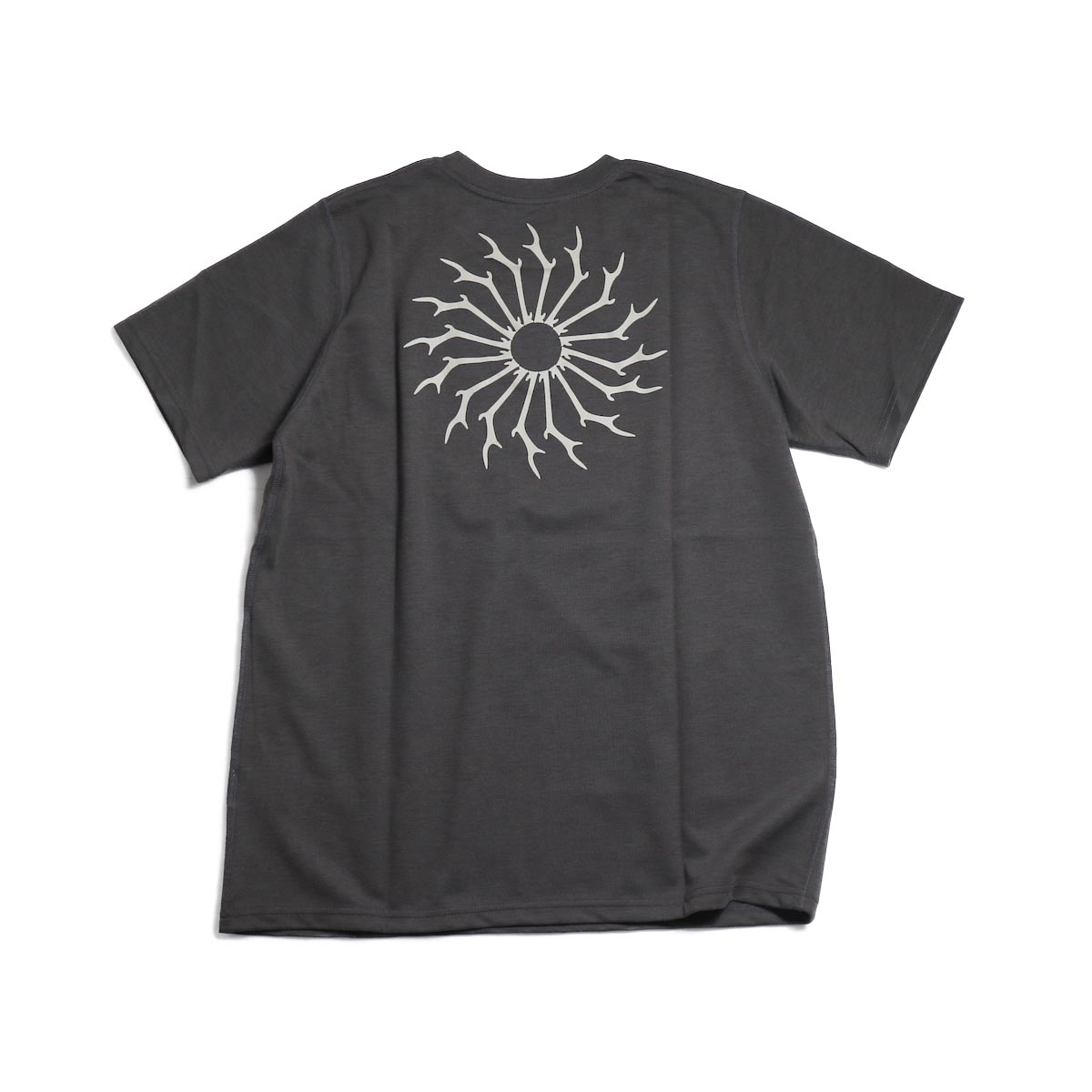 SOUTH2 WEST8 / Round Pocket Tee (Circle Horn) -Charcoal