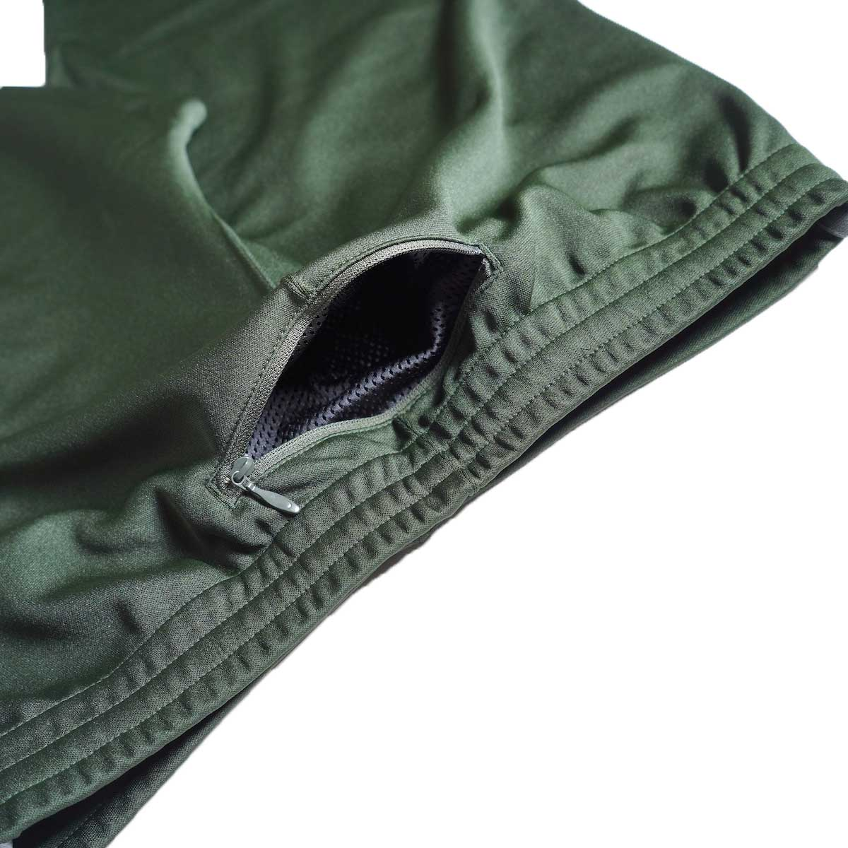 South2 West8 / Trainer Pants - Poly Smooth (Green)背面ポケット