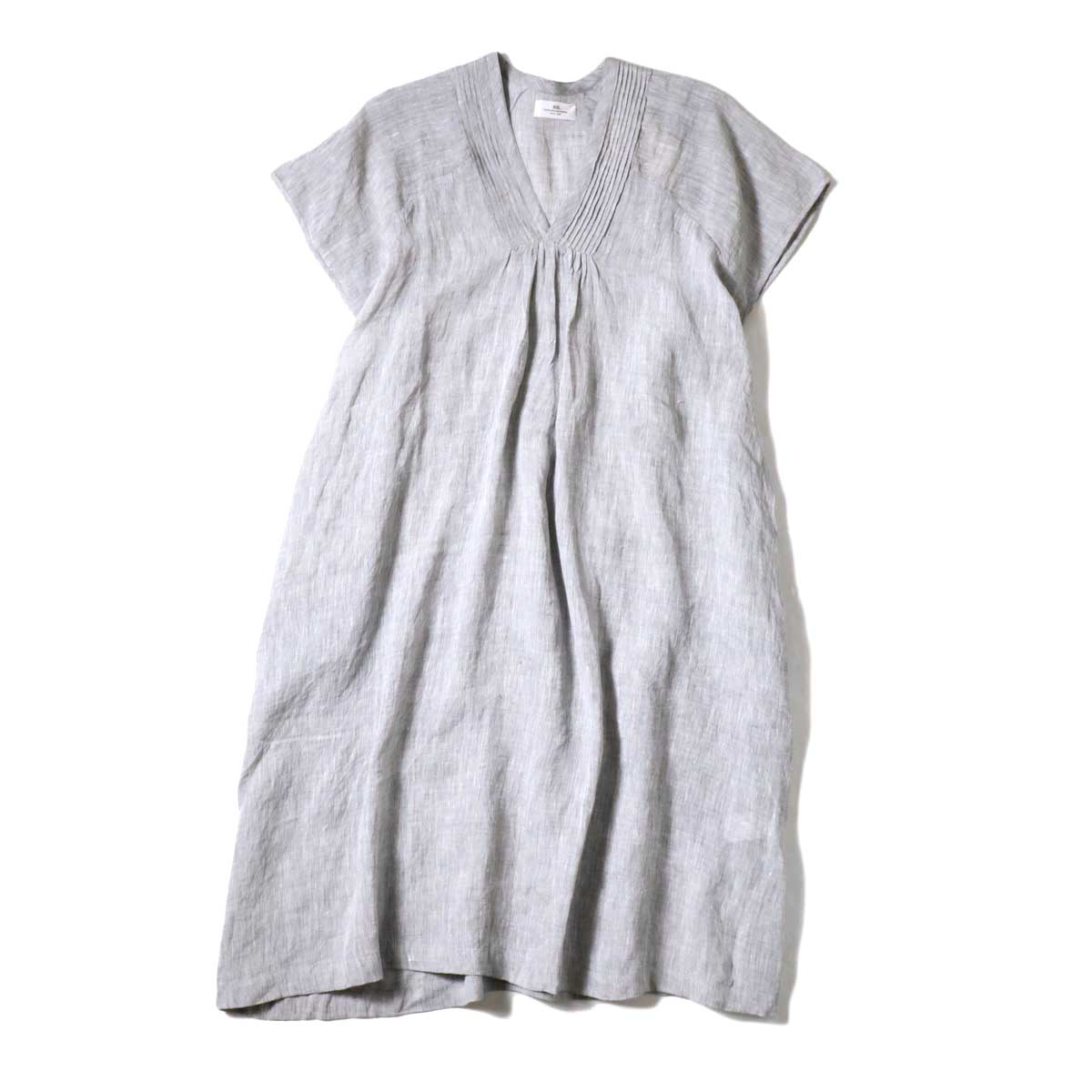 SOIL / V-NECK PINTUCK DREES (Grey) 正面