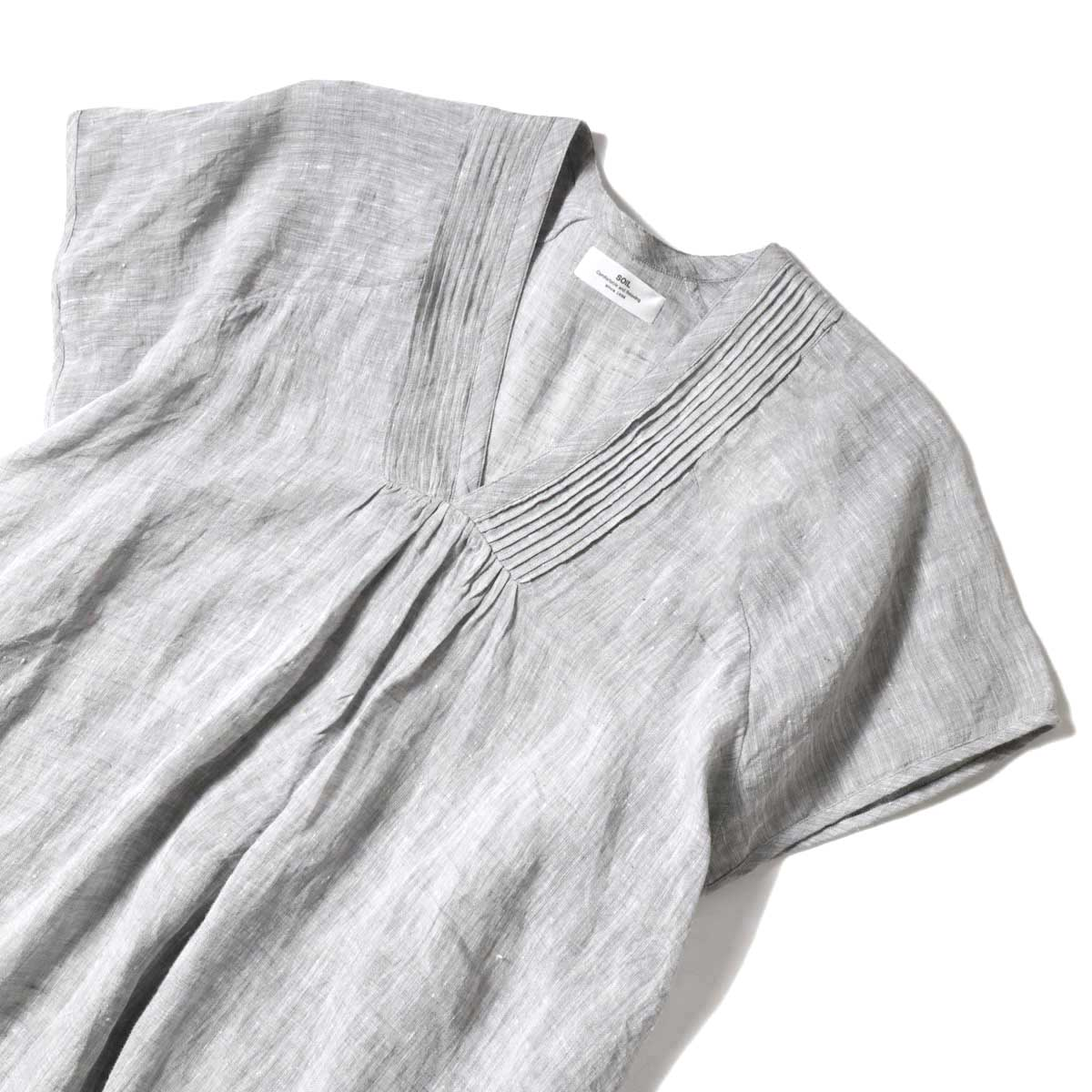 SOIL / V-NECK PINTUCK DREES (Grey) フロントアップ