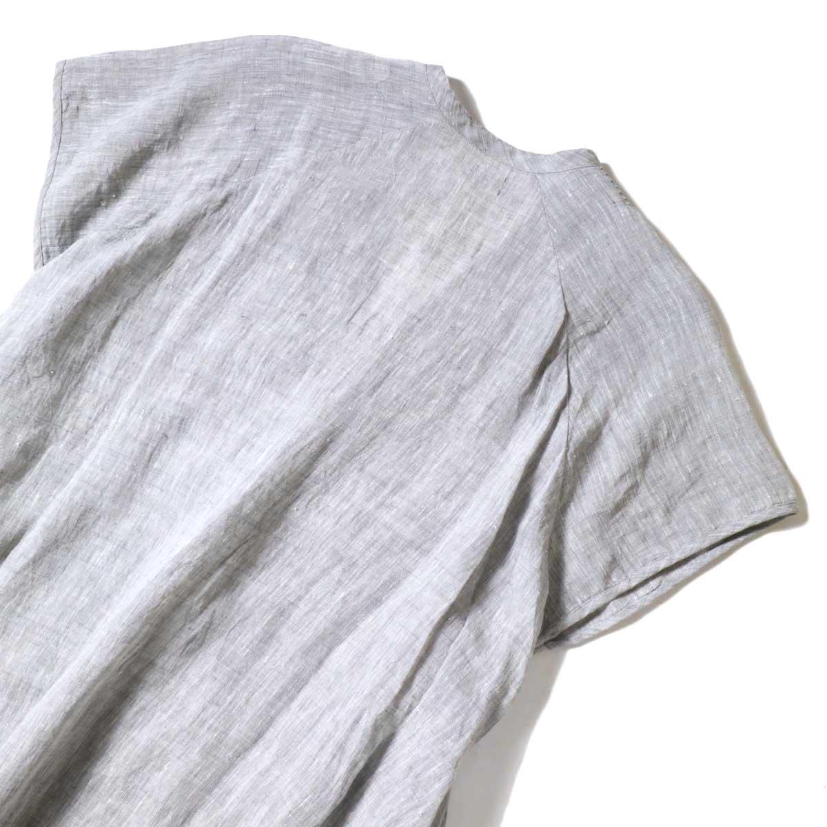 SOIL / V-NECK PINTUCK DREES (Grey) 背面アップ