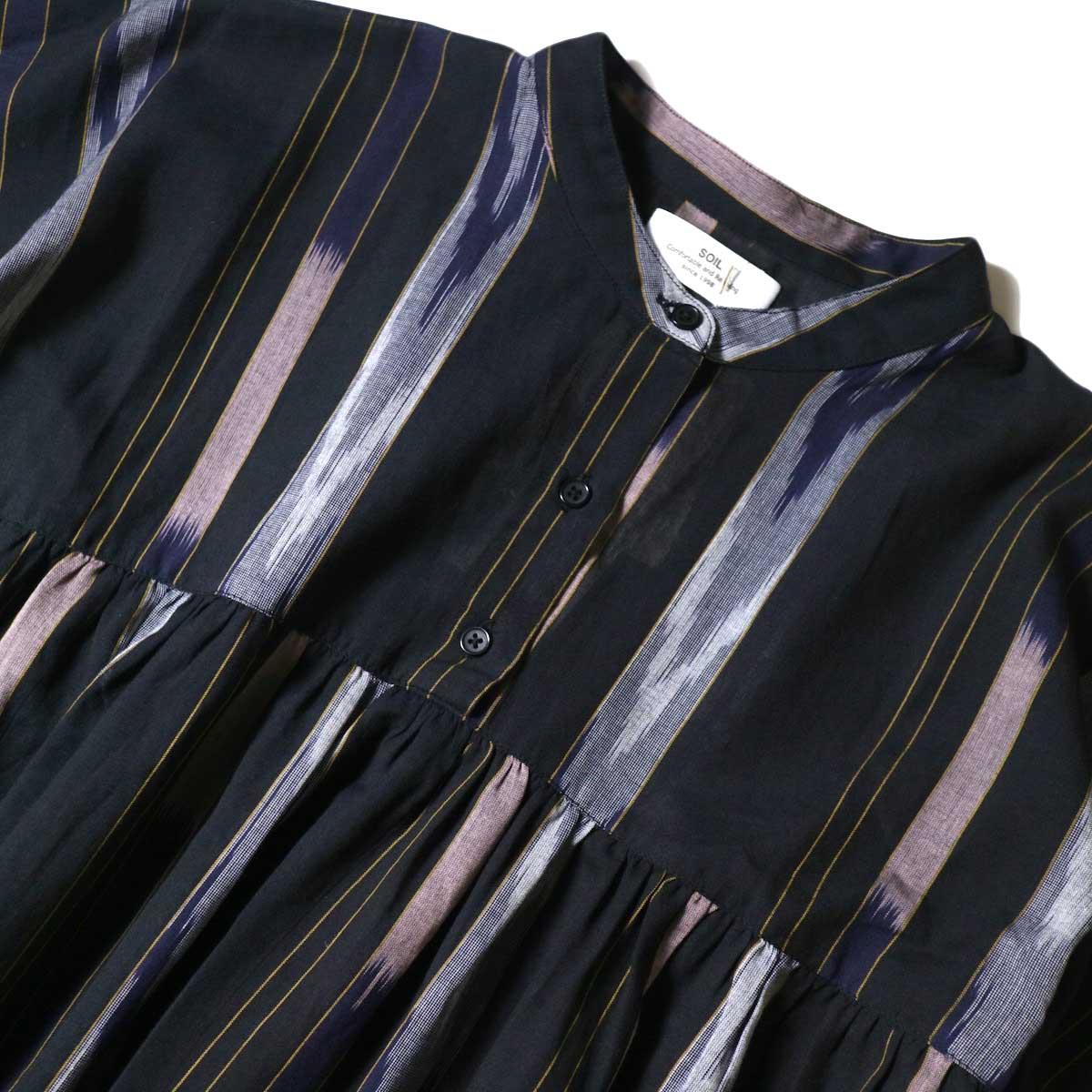 SOIL / BANDED COLLAR GATHERED DRESS (Black Base) フロントアップ