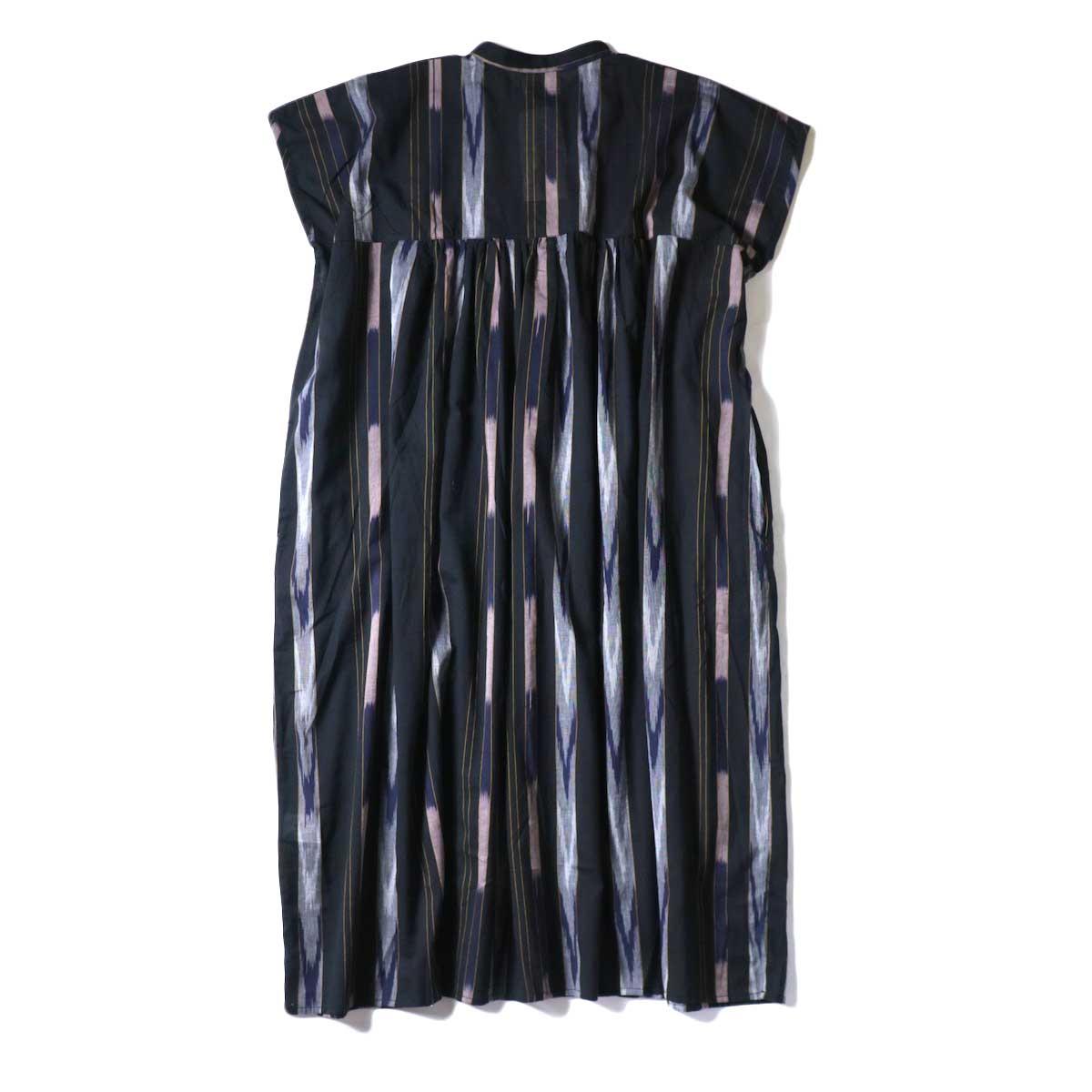 SOIL / BANDED COLLAR GATHERED DRESS (Black Base) 背面
