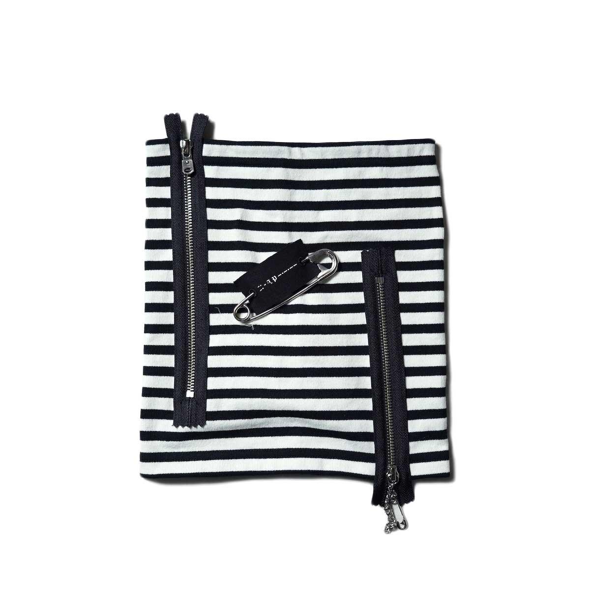 The Soloist / sa.0001dAW21 striped basque neck warmer. (Black×White)