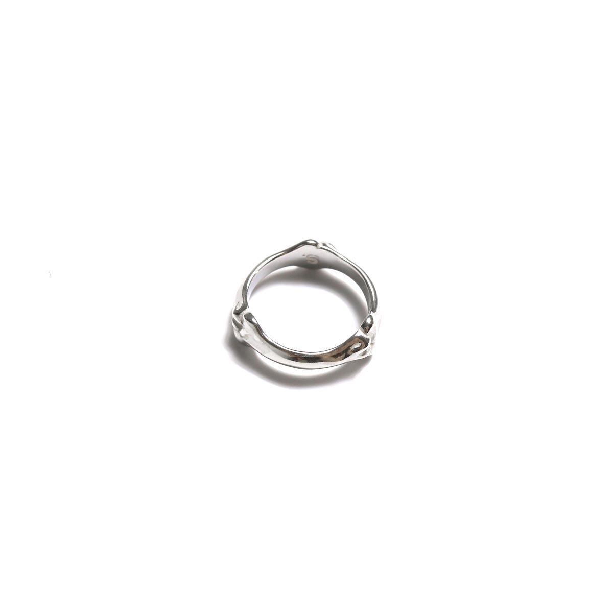 The Soloist / sa.0020AW19 bone shaped band ring.