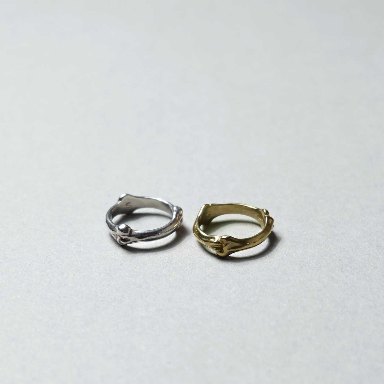 The Soloist / sa.0027SS21 bone shaped band ring.正面