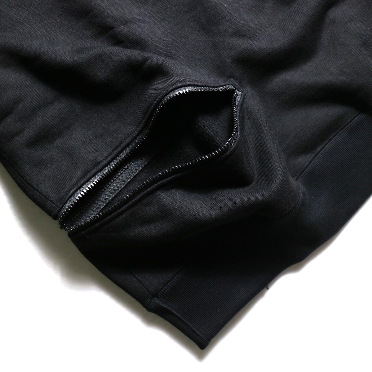 The Soloist / sc.0002aAW19 back zip crew neck l/s sweatshirt.  -Black ジップ