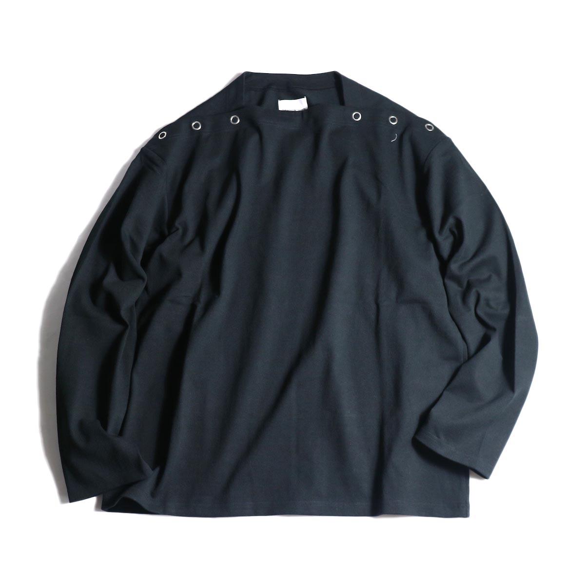The Soloist / sc.0005bAW20 shoulder buttoned boat neck shirt. (Black)正面