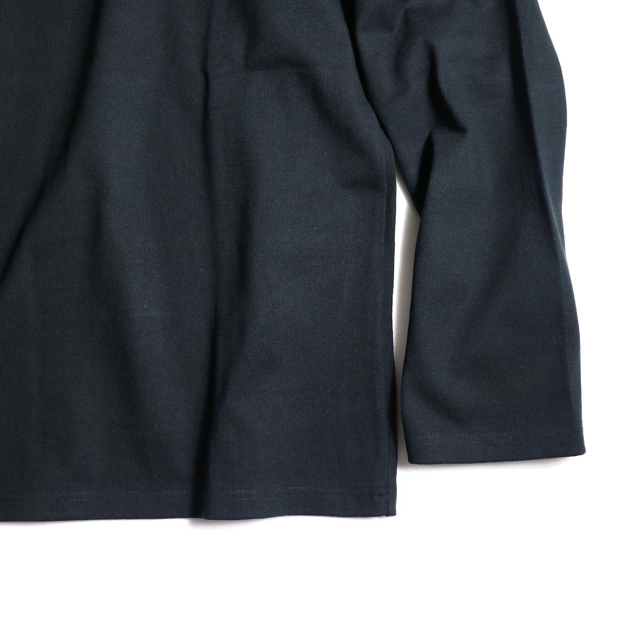 The Soloist / sc.0005bAW20 shoulder buttoned boat neck shirt. (Black)袖、裾