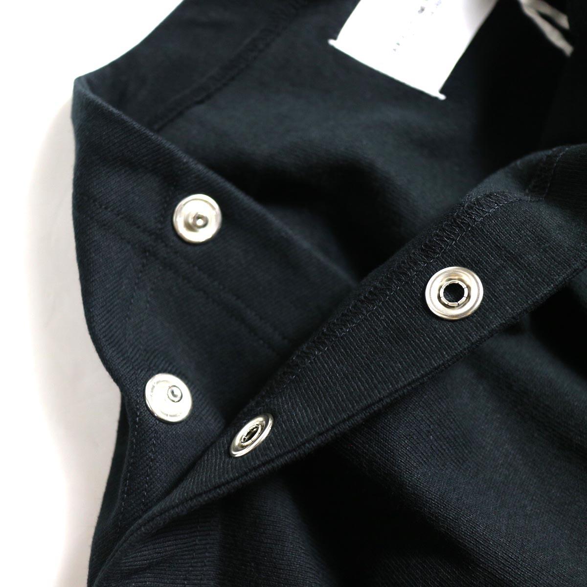 The Soloist / sc.0005bAW20 shoulder buttoned boat neck shirt. (Black)ボタン