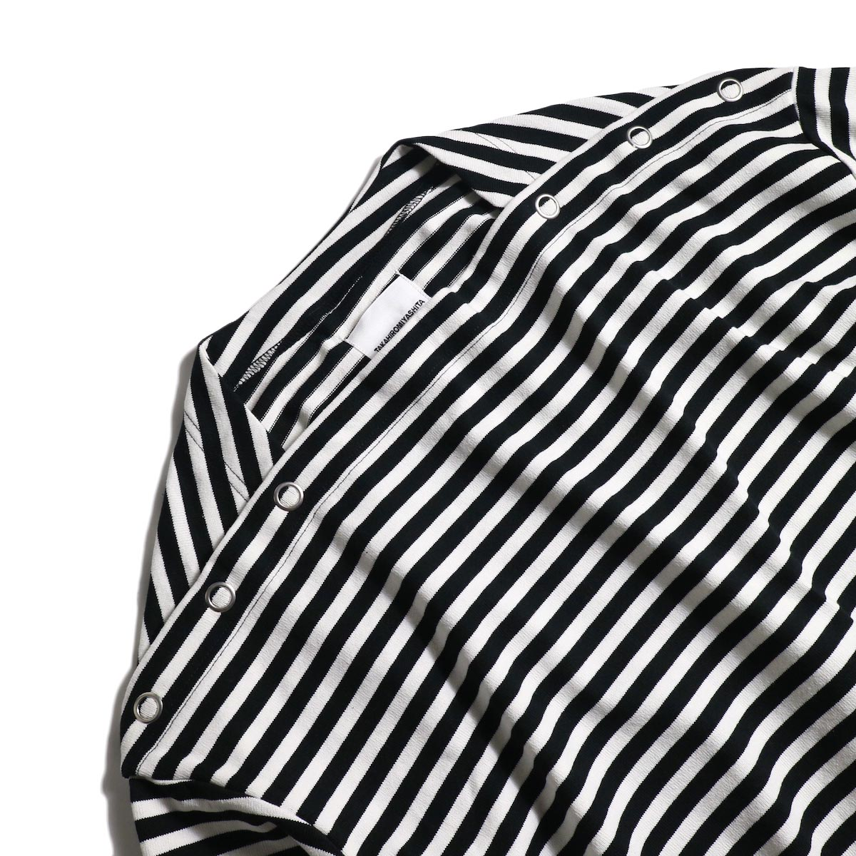 The Soloist / sc.0005cAW20 shoulder buttoned boat neck shirt. (Black×White)ボートネック