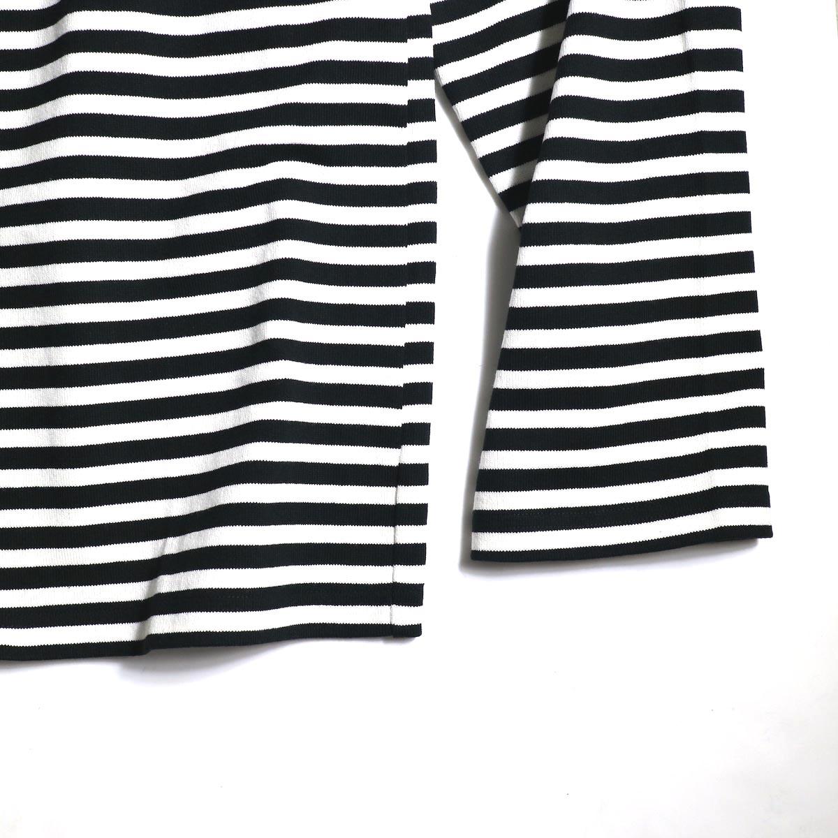 The Soloist / sc.0005cAW20 shoulder buttoned boat neck shirt. (Black×White)袖、裾