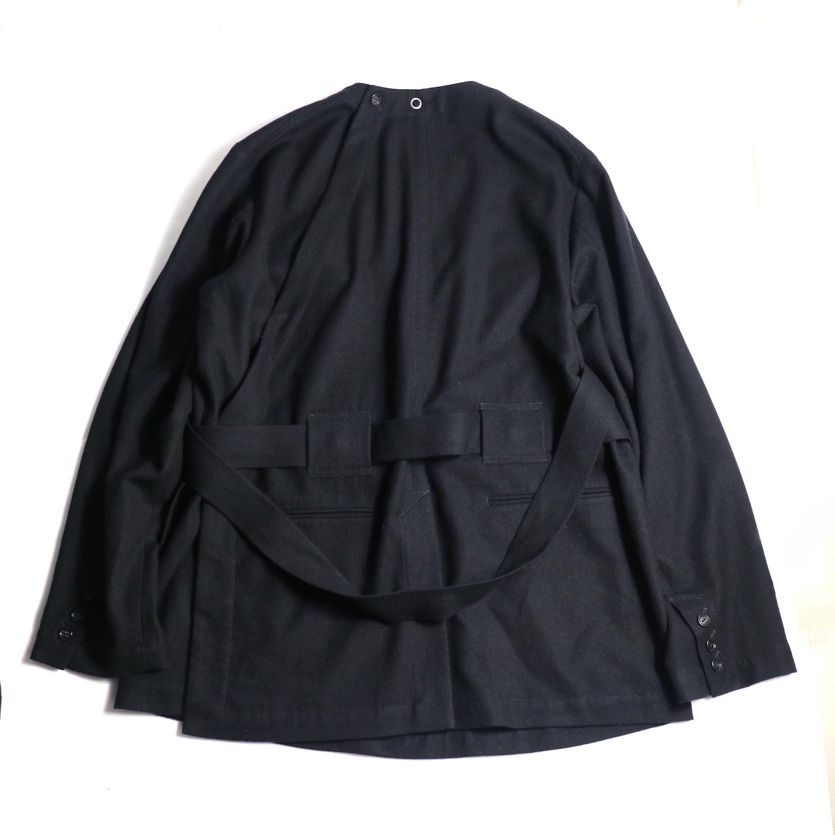 The Soloist / sj.0023b crew neck strapped medical jacket.背面