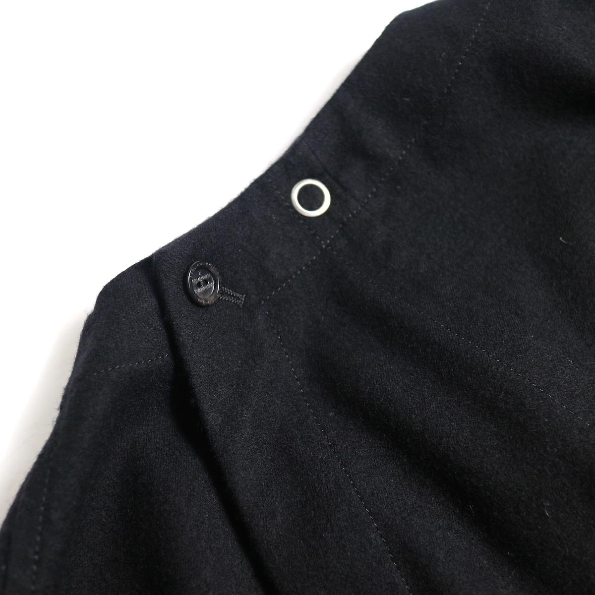 The Soloist / sj.0023b crew neck strapped medical jacket.背面ボタン