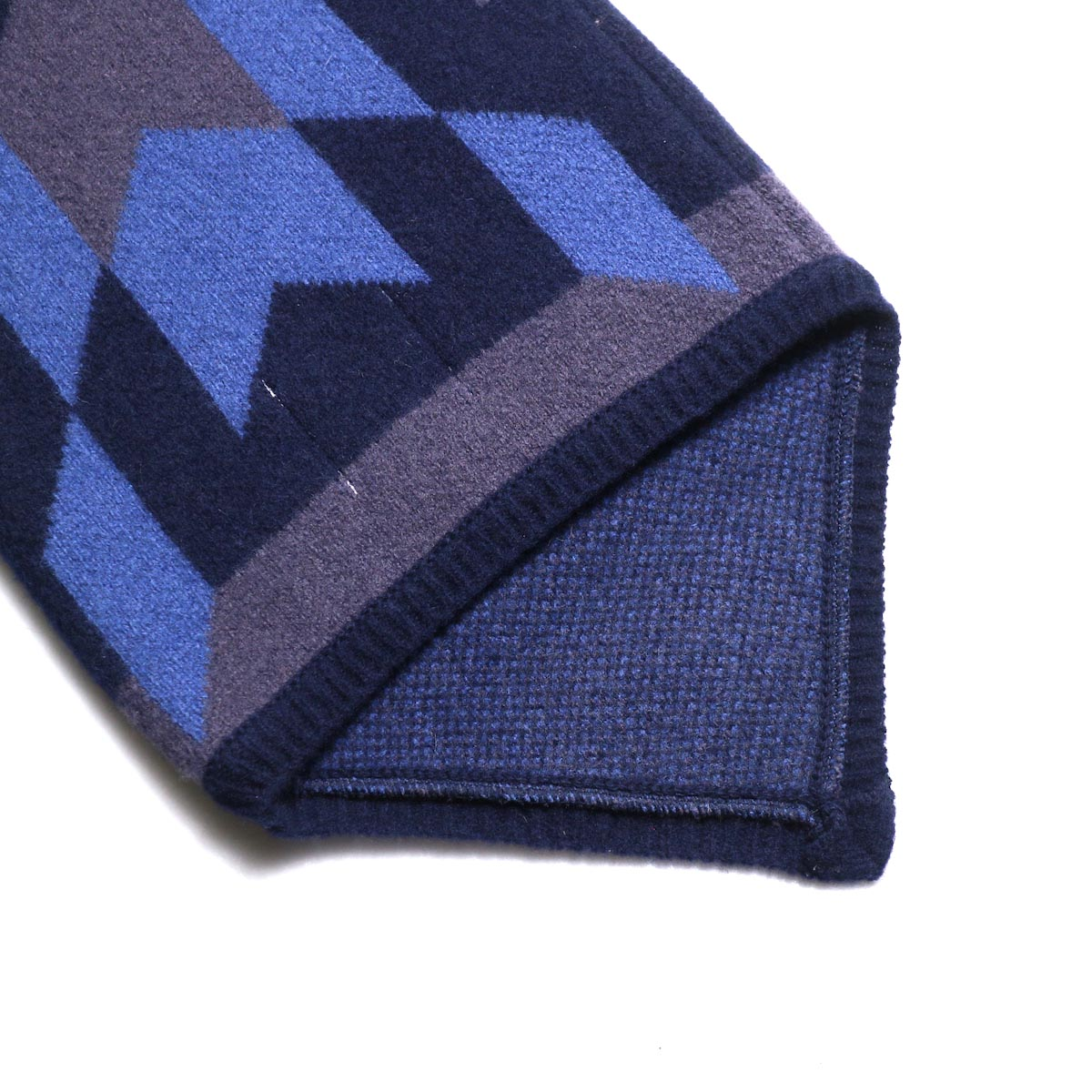 The Soloist / sk.0005AW19 neck warmer. -Mid Night × Eggplant × Saxe Blue 背面
