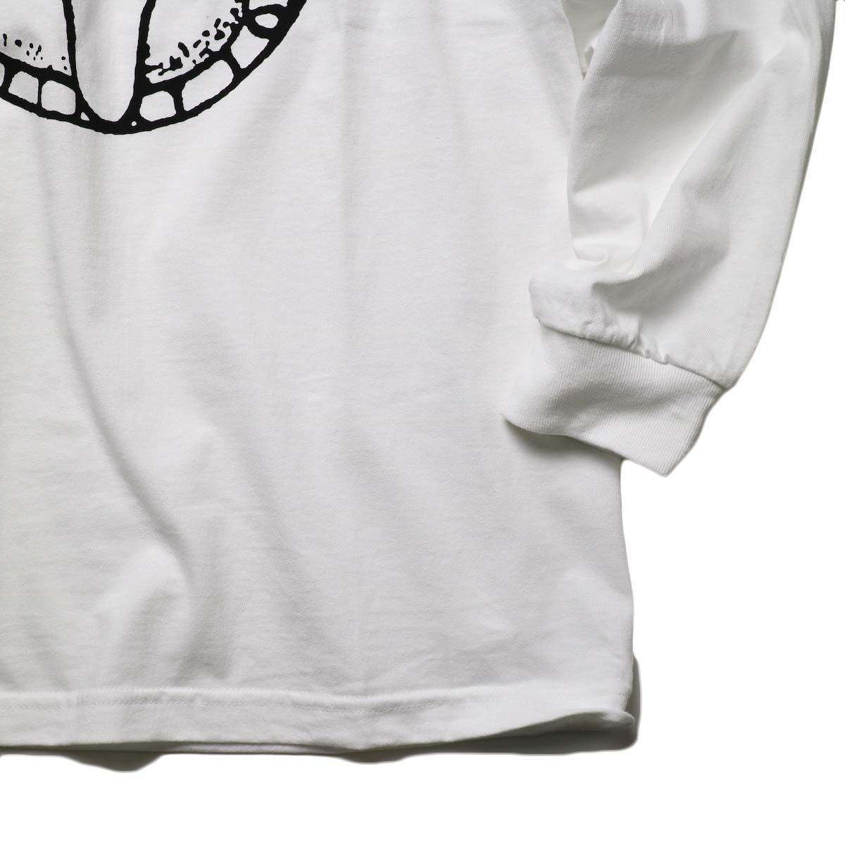 "TODAY edition / ""FLUX AZTEC"" LS Tee (White)袖、裾"