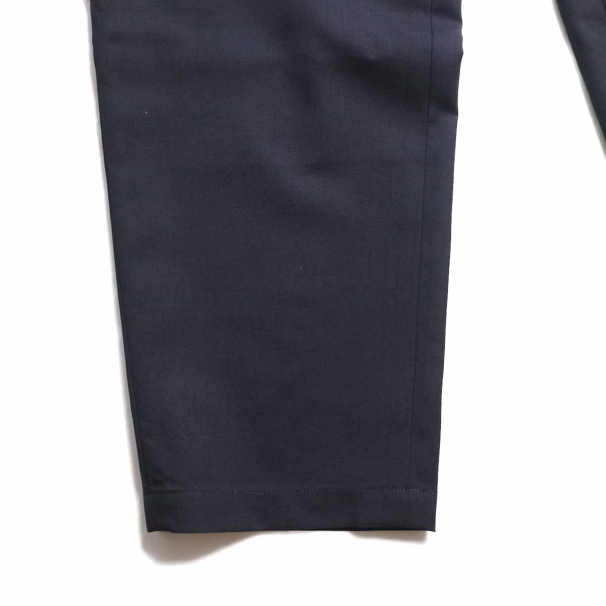 UNIVERSAL PRODUCTS / Wool Easy Slacks -Navy 裾