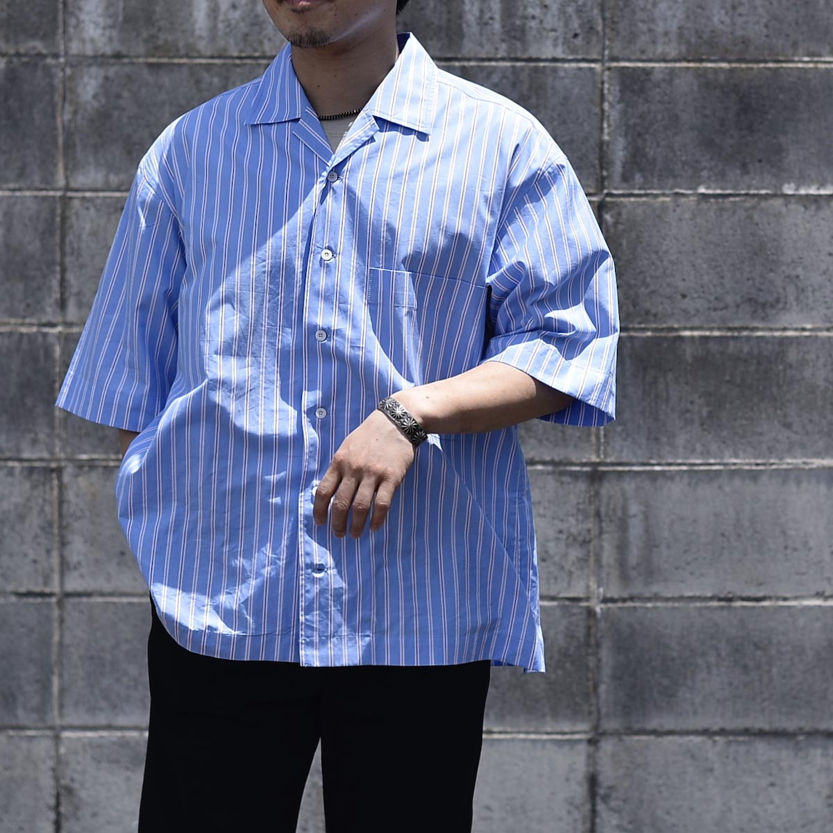 UNIVERSAL PRODUCTS /  STRIPE OPEN COLLAR S/S SHIRT (White Stripe)サイズ2着用
