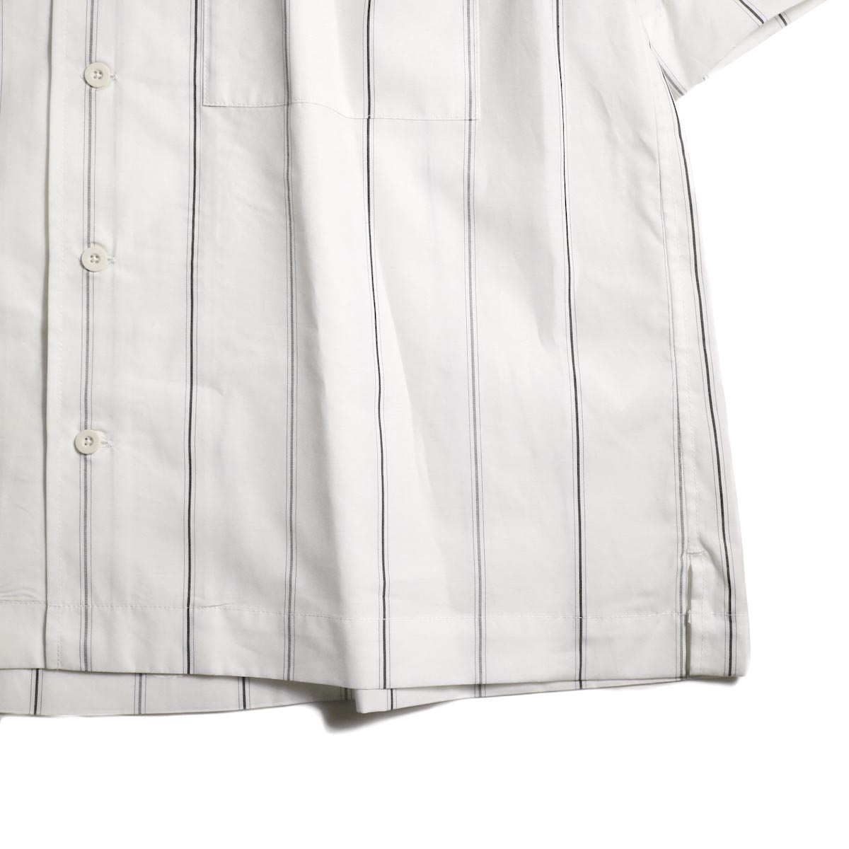 UNIVERSAL PRODUCTS /  STRIPE OPEN COLLAR S/S SHIRT (White Stripe)裾